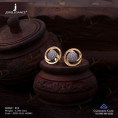 Gemstone Earring jewellery for Women by jewelegance. ✔ Certified Hallmark Premium Gold Jewellery At Best Price Gold Jhumka Earrings, Jewelry Design Earrings, Gold Earrings Designs, Diamond Earrings, Mens Gold Jewelry, Gold Jewelry Simple, Gold Bangles Design, Gold Jewellery Design, Gold Mangalsutra Designs