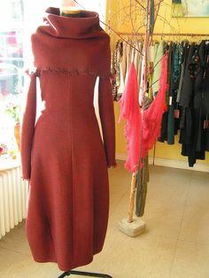Farb- und Stilberatung mit www.farben-reich.com - Cape-Kleid / Merino-braun-rot von atelier für anziehendes – geschneiderte Träume auf DaWanda.com
