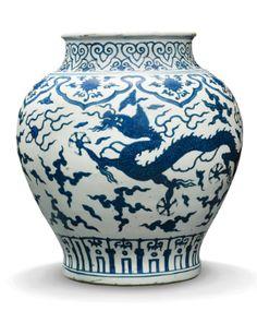 A BLUE AND WHITE 'DRAGON' JAR MING DYNASTY, JIAJING PERIOD - Sothebys