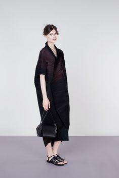 Issey Miyake Resort 2013 Fashion Show - Emilia Nawarecka