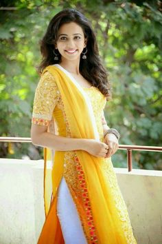 Rakul Preet Singh is an Indian actress who works primarily in the south film industry. Know Rakul Preet Singh's Age, Movies, Boyfriend, Total Income, and hot HD images of Rakul Preet Singh. Men's Fashion, Fashion Week, Indian Fashion, Fashion Trends, Pakistani Dresses, Indian Dresses, Indian Outfits, Punjabi Dress, Indian Clothes