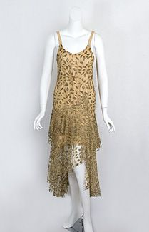 Metallic lace evening dress, The short hemlines of the flapper era ended abruptly with the stock market crash of 1929 Vintage Outfits, 1920s Outfits, Vintage Costumes, Vintage Dresses, Vintage Clothing, 1920 Style, 1900s Fashion, Vintage Fashion, 20s Mode