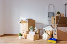 We specialise in house moving and removalists solutions to cater to all house types and sizes. We even have specialised moving packages we've put together to help you move a typical house based on size. Commercial Cleaning Services, Cleaning Companies, House Cleaning Services, Moving Companies, Moving Services, Move Out Cleaning Service, Move In Cleaning, Cleaning Tips, Japanese Apartment