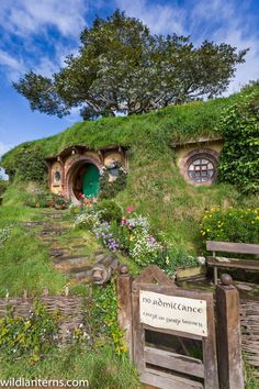 Wishing we could travel right now - Bag End in Hobbiton near Matamata on the North Island of New Zealand. We got to spend a few hours milling about Hobbit holes. Check out our adventures. Hobbit Land, Hobbit Hole, The Hobbit, Earthship, Tree Tops, Middle Earth, Great View, Permaculture, Houseplants
