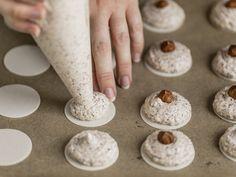 Plätzchen rezepte weihnachten Spray on the macaroons Wedding Planner Congratulations! Cheesecake Recipes, Cupcake Recipes, Baking Recipes, Cookie Recipes, Dessert Recipes, Nut Recipes, Chocolate Chip Recipes, Homemade Chocolate, Chocolate Chip Cookies