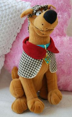 Official Famosa Scooby Doo Sherlock Holmes Detective Outfit Soft Toy 3 Original Sherlock Holmes, Detective Sherlock Holmes, Scooby Doo Dog, Scooby Doo Mystery, Warner Bros Store, Detective Outfit, Scooby Doo Pictures, Splash Party, Animal Pillows