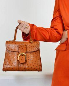 Labellov Buy safe Delvaux designer vintage online. Vind tweedehands Delvaux  handtassen a9bc130c01943