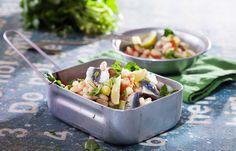 Σαλάτα με λευκά φασόλια και γαύρο μαρινάτο Healthy Recipes, Cooking, Earth, Food, Meal, Healthy Food Recipes, Koken, Healthy Eating Recipes, Hoods