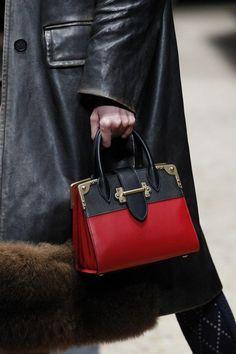 d9b99f84cc Diese und weitere Taschen auf www.designertaschen-shops.de entdecken Prada  2017 Bags
