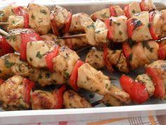 Essa receita fica pronta num vapt-vupt! Prepare Espetinhos de frango para o jantar ;) http://receit.as/zKLqlL