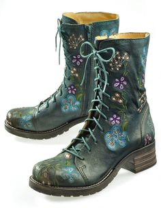 Embroidered green LACE-UP boots! ! !
