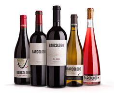 Los vinos Barcolobo están acogidos a la IGP Vinos de la Tierra de Castilla y León. Son vinos con identidad, donde la armonía entre fruta y madera representa un equilibrio capaz de conquistar el paladar de los consumidores más exigentes. Vinos exclusivos, para disfrutar.