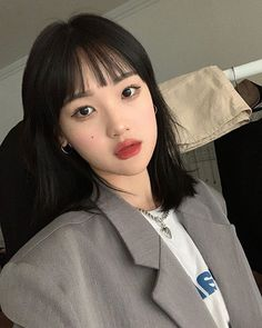 Instagram Hairstyles With Bangs, Pretty Hairstyles, Asian Short Hair, Korean Short Hair Bangs, Medium Hair Styles, Short Hair Styles, Pretty Korean Girls, Angel Aesthetic, How To Style Bangs