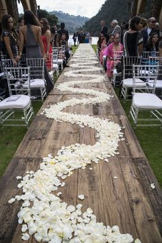 Join Strictly Weddings for a lavish lakeside wedding in Sierra Lago, Puerto Vallarta, Mexico for a dreamy destination wedding.