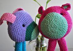 Que este beso corra como una ola así que besa a quien tengas más cercano y comparte tu energía.  #sigueme #Trofus #trofusvenezolano #LasPatasDeTrofus.  #ramonesaccessories #madeinvenezuela #hechoenvenezuela #talentovenezolano #diseñovenezolano #crochetvenezolano #crochet  #teddy #crochetteddy #amigurumi #desing #crochetaddict #crochettop #crochetlife #instaknit #loveknit #hippiestyle #art  #l4l  #followme #craftsman #igersvenezuela #venezuela by ramoneslomonaco