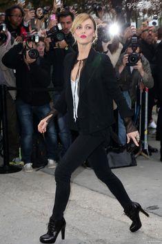 Vanessa Paradis lors du défilé Chanel pour la collection prêt-à-porter printemps-été 2014 à Paris le 1er octobre 2013