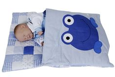 Saco de Dormir para Bebê <br>Confeccionado em tecido 100% algodão. <br>Acolchoado com manta acrílica fofinha... fofinha. <br>A aplicação e a cor do tecido você escolhe. <br>Este lindo e prático saco de dormir tem um fecho de pressão na lateral que aberto facilita para colocar e retirar o bebê. <br>Deixa o seu bebê bem quentinho de aconchegante!!! <br>** Não trabalhamos com estoque de tecido. Tecido igual a foto dependerá da disponibilidade de nosso fornecedor**