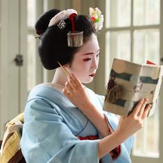 The joy of reading in all cultures is fantastic!