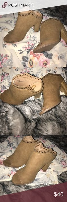 """💫🆕 Report Tan Open Booties💫 Super cute and stylish perfect touch of pazaz! Heel height is 4.5"""" Report Shoes Ankle Boots & Booties"""