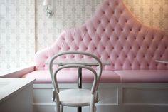 Built In Banquette - Transitional - dining room - Maria Killim Interior Design Bentwood Chairs, Banquette Seating, Kitchen Nook, Kitchen Booths, Kitchen Banquette, Kitchen Ideas, Beautiful Interior Design, Pink Wallpaper, Restaurant Design
