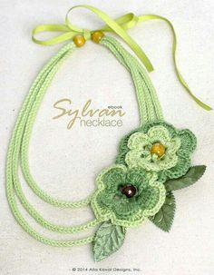 Crochet Flowers Design 10 Adorable Free Crochet Flower Patterns - The Cottage Market - Get your crochet hooks out my friends because you are going to want to use all of the Adorable Free Crochet Flower Patterns! Each cuter than the other! Crochet Necklace Pattern, Headband Pattern, Crochet Earrings, Knitted Necklace, Crochet Jewellery, Bead Earrings, Crochet Flower Patterns, Crochet Flowers, Pattern Flower
