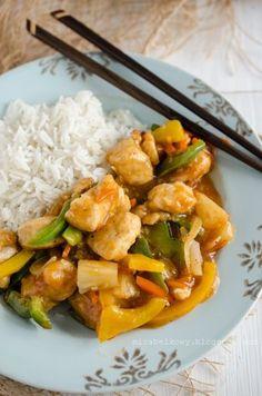 Długo nie lubiłam sosu słodko-kwaśnego, bo kojarzył mi się z tym słoiczkowym okropieństwem Wujka Bena :P Dopiero praca w chińskiej knajpie...