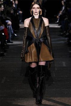 Givenchy Parigi - Collections Fall Winter - Shows - Vogue. Fashion Tag, Only Fashion, Leather Fashion, High Fashion, Fashion Show, Fashion Design, Paris Fashion, Givenchy Designer, Vogue Photography