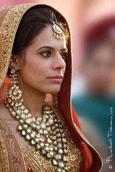Bride wearing polki necklace, polki jadau necklace