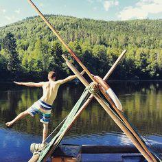 Un peu d'exercice de bon matin avant de reprendre la descente de la rivière !  #voyage #travel #sweden #raft by chris_voyage #travel
