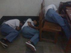 Tidur Massal saat Jam Bahasa Inggris setelah olahraga di Ruang.12 (2011)