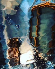 "19 aprecieri, 1 comentarii - Ana Mardare (@annmardare) pe Instagram: ""they say the window you look through is the one that matters #casabatlló #gaudiarhitecture #bcn"""