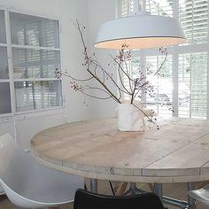 """elsemarie op Instagram: """"O k t o b e r ______________________________________ Bessentakken op tafel. Gisteren bij plein vijf in Rhenen een hele mooie grote…"""" Diy Interior, Interior Decorating, Interior Design, Paint Colors For Living Room, Living Room Decor, Diy Esstisch, Diy Dining Table, Love Your Home, Home Decor Furniture"""