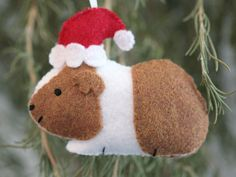 Felt guinea pig Christmas ornament. Love the festive little Santa hat.. must try making these this year!