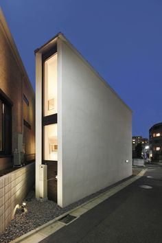 Wonderfully cool house making great use of a tiny block 外観 : by 一級建築士事務所A-SA工房