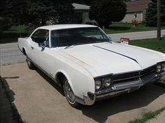 Used Oldsmobile Unspecified Cars [Automobiles] with White color