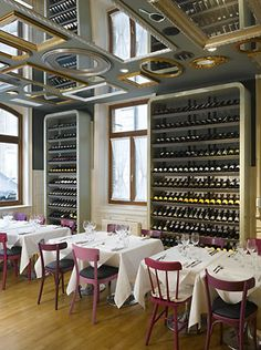 Bella Italia Weine - love the beveled edged sides of the wine shelves, mirrors on the ceiling... interesting.. still undecided if I love that or not