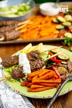 Yummy Beef Kofta Tray Bake - authentic Kofta kebabs with sweet potato fries and delicious roasted vegetables all finished off with a garlic yoghurt sauce. Gluten Free, Slimming World and Weight Watchers friendly Low Carb Vegetables, Different Vegetables, Roasted Vegetables, Slimming World Beef, Slimming Eats, Libyan Food, Speed Foods, Indian Food Recipes, Ethnic Recipes