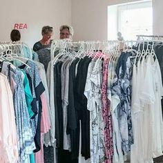 pin tillagd av ann christin hallgren p pinterest blus shorts och kl der. Black Bedroom Furniture Sets. Home Design Ideas