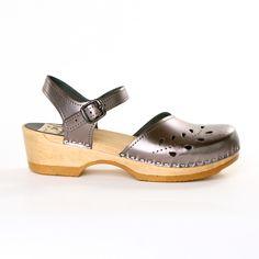 c5426ade4a5 Low-Heel Clogs Leaf Pwtr Low Heels