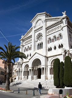 Now it's time to admire some of the awe-inspiring architecture that Monaco has to offer: The Saint Nicholas Cathedral.