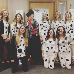 19 cheap and easy diy group costumes for halloween costumes 101 dalmation group costume solutioingenieria Image collections