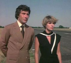 """Gambit and Purdey in """"Cat Amongst the Pigeons."""" The New Avengers Action Tv Shows, Uk Tv Shows, Avengers Series, New Avengers, Avengers Images, Joanna Lumley, Emma Peel, Fantasy Tv, Vintage Tv"""