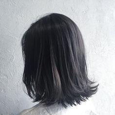夏はハイトーンもいいけど、暗髪もいい。暗めカラーで作る透明感重視スタイル|MERY [メリー]
