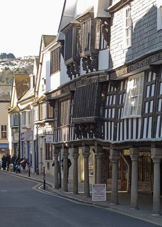 Duke Street, #Dartmouth. A beautiful area for browsing and shopping. www.bythedart.tv