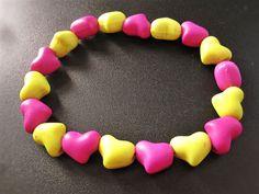 Bracelet de coeurs fluorescents rose et jaune de la boutique TheAsaliahShop sur Etsy