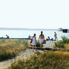 Escape to Edmonds, WA Spend a day exploring Washingtons classic summer town from Sunset magazine.