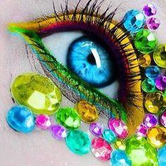 Trucco occhi colorato con eyejewels