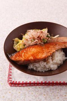 焼き鮭とキャベツののっけご飯 | コウ ケンテツさんのレシピ【オレンジ ...