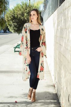 Welcome to Leto Wholesale Long Kimono Outfit, Floral Kimono Outfit, Long Kimono Cardigan, Kimono Fashion, Cute Fashion, Boho Fashion, Fashion Dresses, Simple Outfits, Classy Outfits