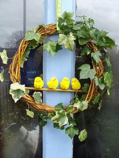 Easter Chick Wreath and pom pom bunnies Easter Wreaths, Holiday Wreaths, Diy Osterschmuck, Easter Crafts For Toddlers, Diy Ostern, Deco Floral, Diy Easter Decorations, Easter Party, Spring Crafts